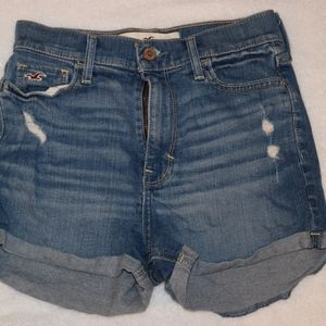 Hollister jean shorts super cute size 1 / 25